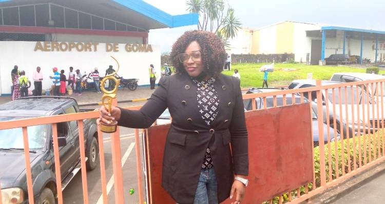 Enfin, Francine Kaboya Tshatsha reçoit son trophée du Prix Lokumu !