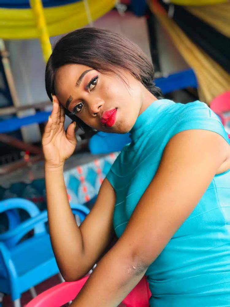 À la découverte de Shaddyboo Congogirl, une autre beauté Congolaise qui fait parler...