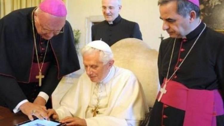 Benoît 16 appelle le pape François 1er à ne pas ordonner d'hommes mariés