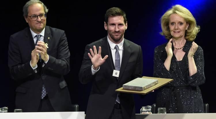 Lionel Messi décoré de la plus haute distinction de Catalogne !