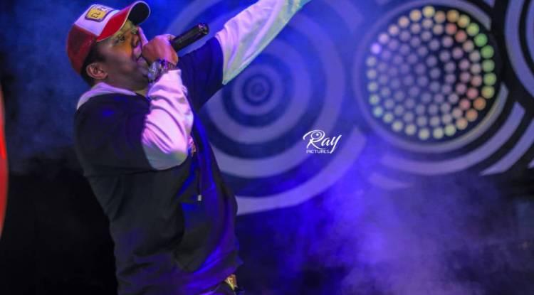 Le Rappeur Tanzanien A.Y. fait bouger Goma dans un show chez Pilipili.