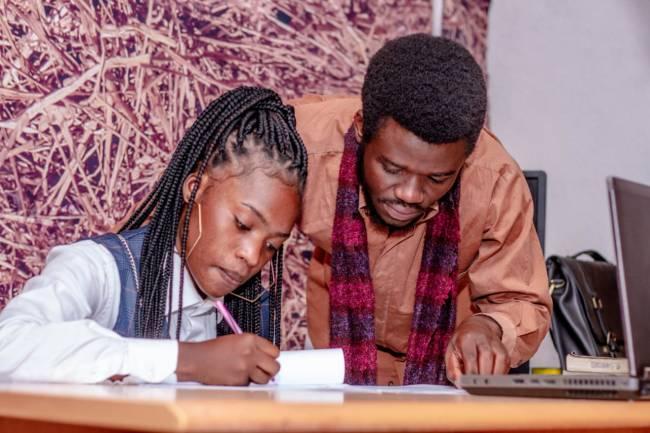 Glory Kaviswa, la nouvelle signature de Kajib Entertainment !