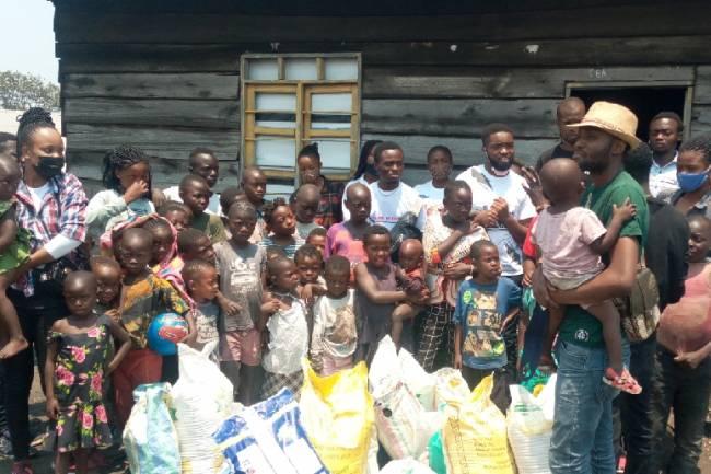 """Les jeunes du club """"Une vie en famille"""" au chevet des orphelins à Mubambiro au travers leur journée mains secourables"""