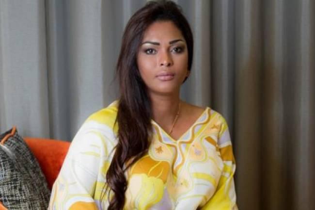 Amida Shatur, Déesse de la beauté qui fait tourner les têtes des Grands Messieurs