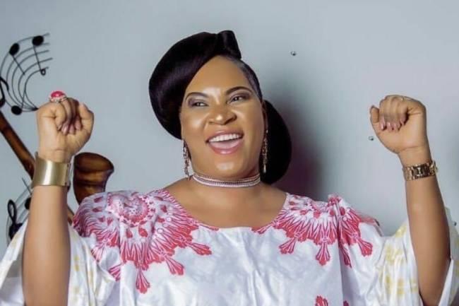 """L'Or Mbongo gagne 5 Millions des vues sur YouTube au travers """"Ma robe de gloire"""""""