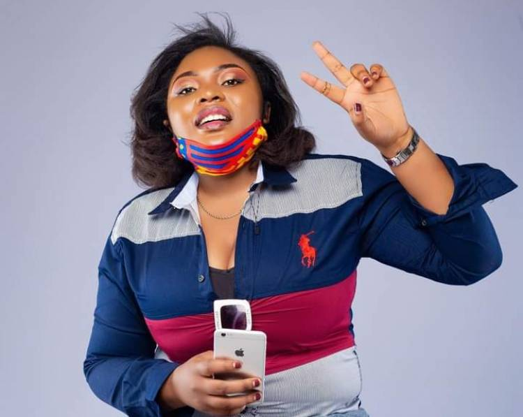Alerte !!! La Guerrière du micro, Francine Tshatsha Kaboya remporte le prix Lokumu de Journaliste Culturel de l'année !