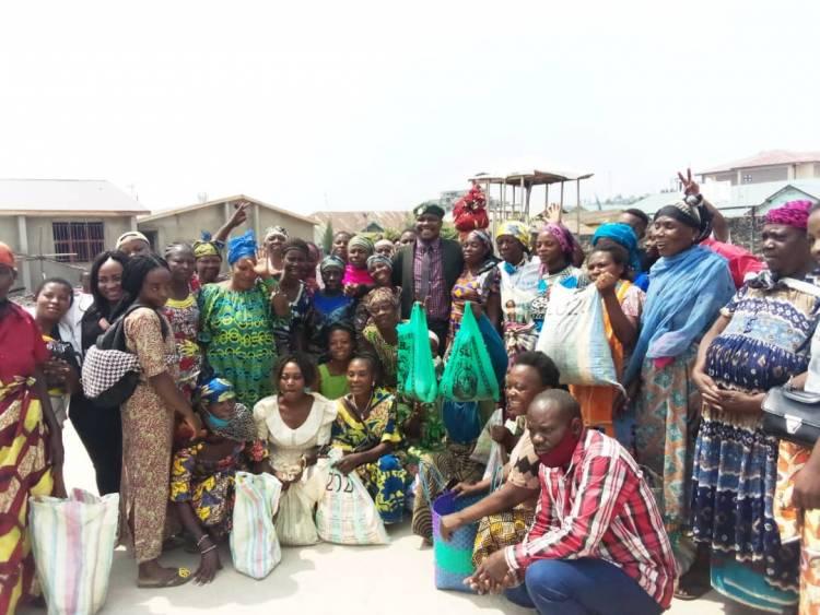 L'artiste BlackMan Bausi et Raiya Nasimama au chevet des femmes du troisième âge à Goma !