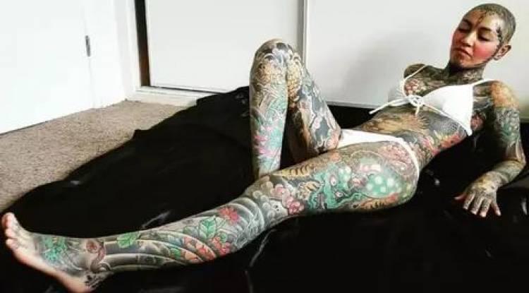 Insolite !!! Elle a dépensé plus de 20.000€ pour se faire tatouer tout son corps !