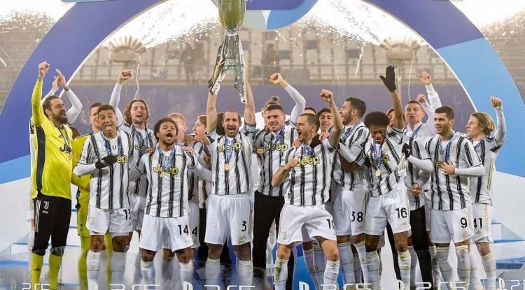 Juventus Turin remporte la Supercoupe d'Italie contre Naples