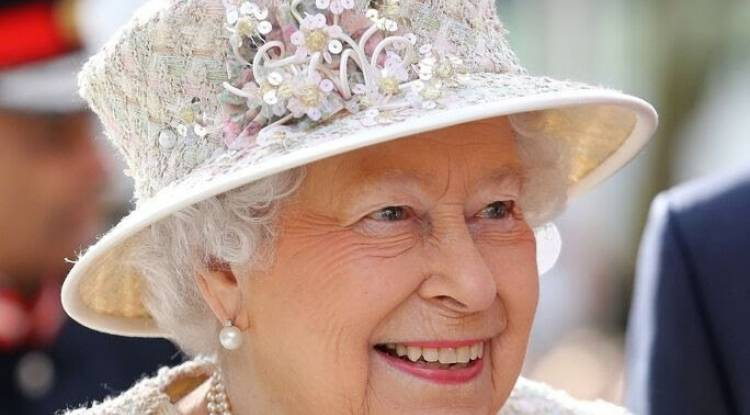 Fortune personnelle de la rein Élisabeth 2 et ses investissements dans des paradis fiscaux