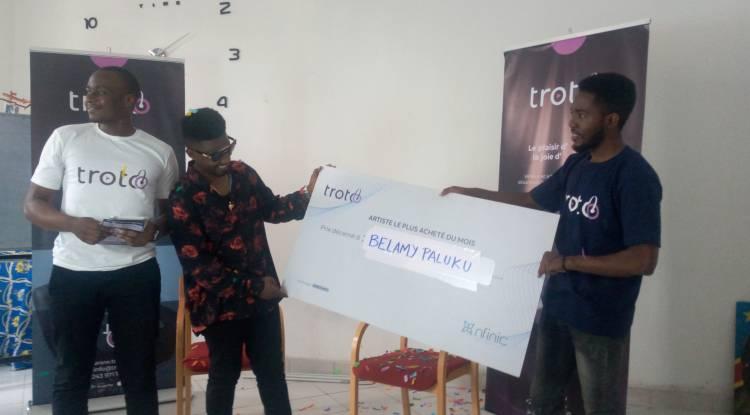 """Belamy Paluku rafle le prix de """"l'artiste le plus acheté"""" du mois de juillet sur Troto"""