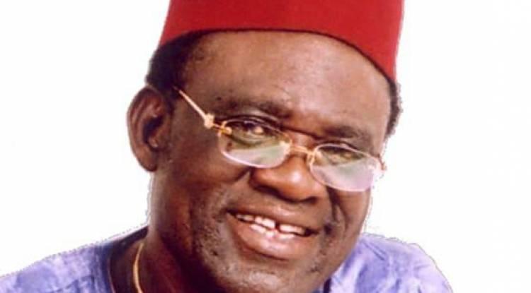 Compositeur prolixe, poète et philosophe de la rumba congolaise, voici le profil de Simaro Lutumba Masiya en quelques paragraphes...
