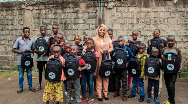 Au travers sa fondation, Rachel Hagumi porte secours aux plus démunis en ville de Goma