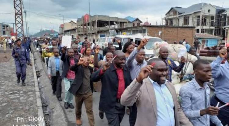 Gratuité de l'enseignement en RDC : Environ 500 enseignants des écoles publiques ont manifesté à Goma