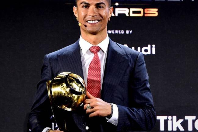 Cristiano Ronaldo, élu meilleur joueur du siècle aux Globe Soccer Awards à Dubaï !