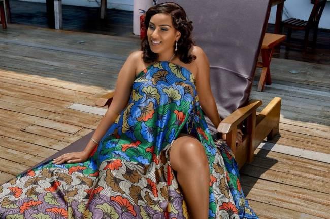 Juliet Ibrahim en mode robe à la couture africaine...