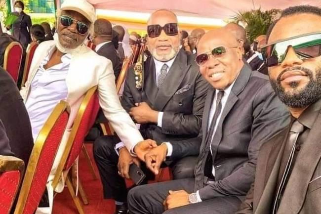 Fally Ipupa fait une selfie avec Koffi Olomidé, Asalf'o et Alpha Blondy aux obsèques de Hamed Bakayoko !