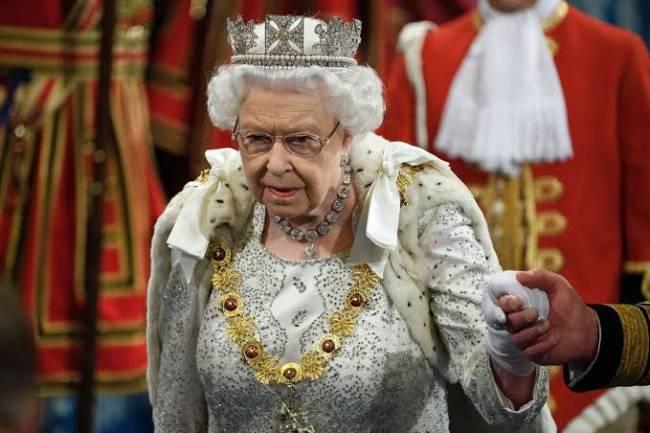 Sur la longévité du règne d'Élisabeth 2 et son abdication...