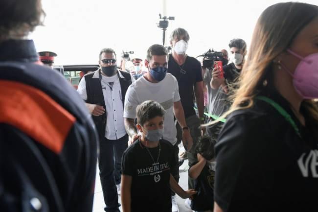 Urgent !! Messi arrive à Paris !
