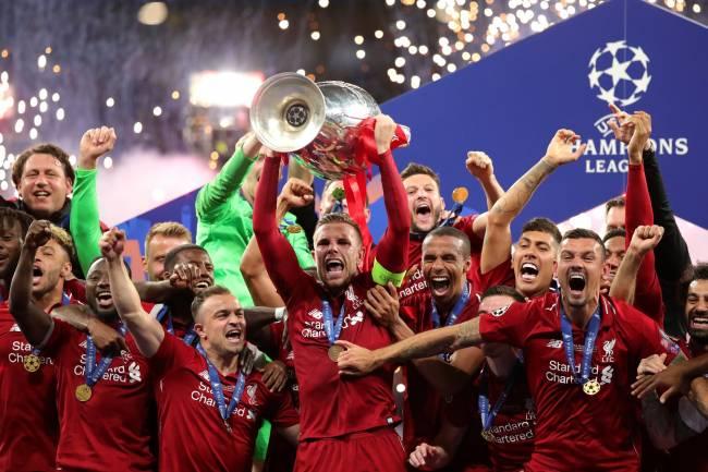 En fin Liverpool gagne la coupe aux grandes oreilles !