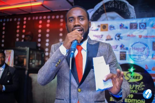 Le Chroniqueur Francis Kwiraviwe très déterminé à porter tres haut la musique du Kivu !