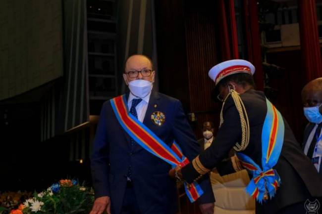 Léon Kengo Wa Dondo décoré au grade de grand cordon de l'ordre des Héros nationaux Kabila-Lumumba